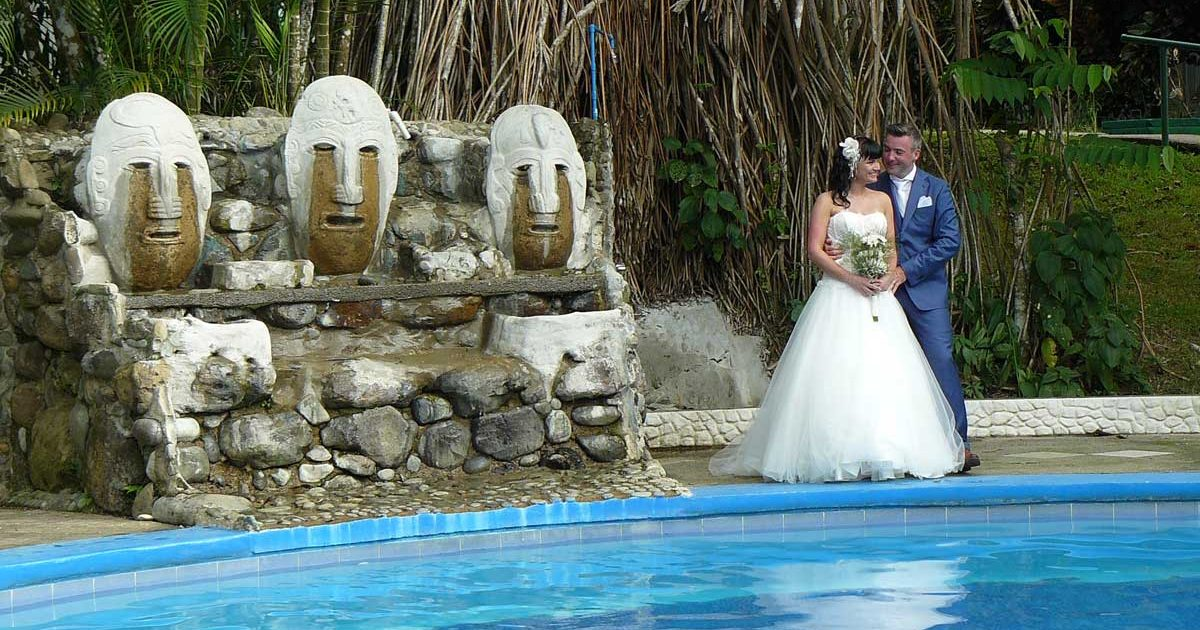 Wedding Costa Rica at the Pool