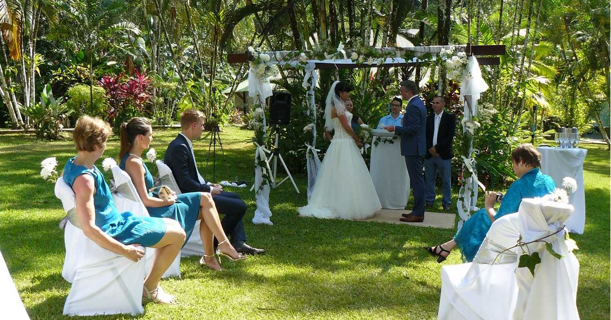 Costa Rica wedding packages - wedding ceremony in the garden